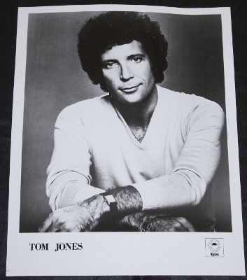 JONES,  TOM - 8 X 10 Epic Promo Press Kit Photo - Autres